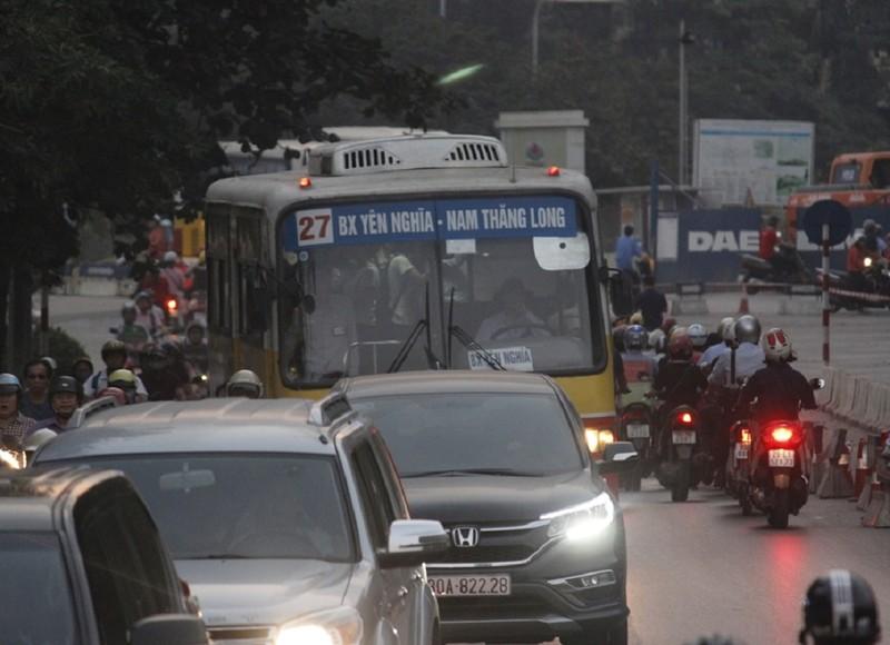 Đường Kim Mã bị cấm 1 chiều, giao thông hỗn loạn - ảnh 5