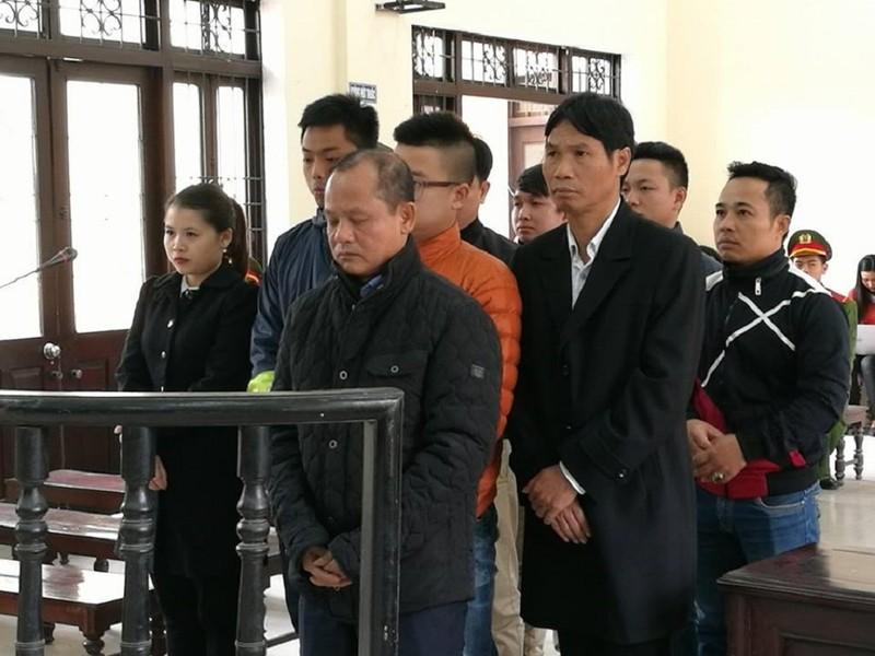 """Minh """"sâm"""" cùng các đồng phạm tại phiên tòa ngày 25-11"""