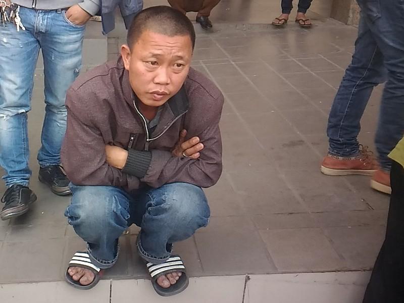Người đàn ông khóc vì bị 'bỏ rơi' ở Bến xe Mỹ Đình - ảnh 2
