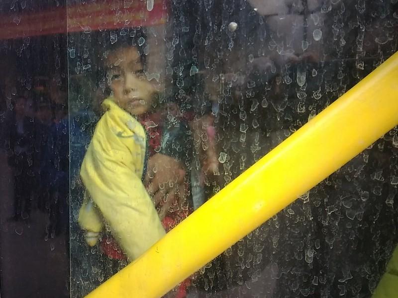 Người đàn ông khóc vì bị 'bỏ rơi' ở Bến xe Mỹ Đình - ảnh 5
