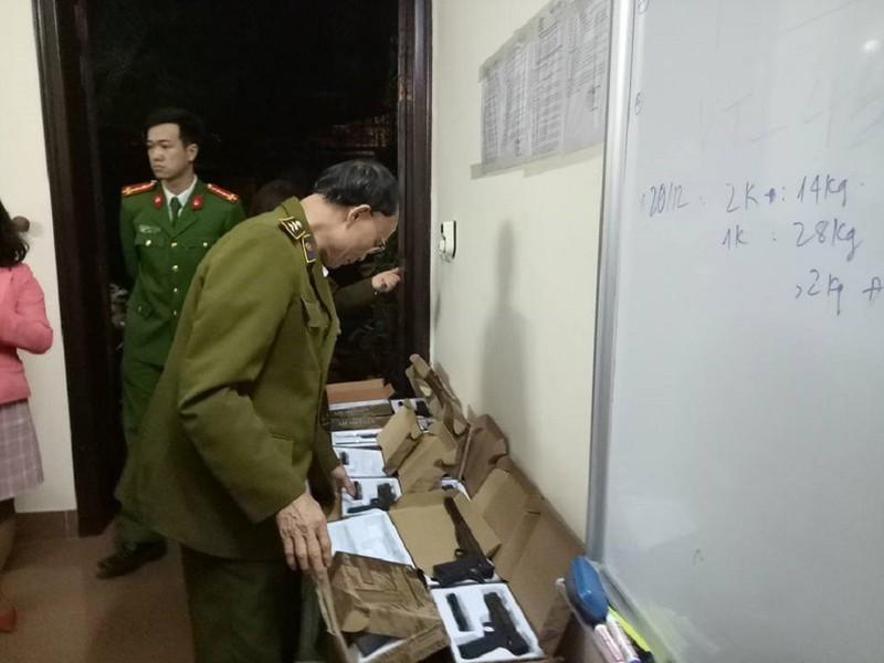 Phát hiện hơn 100 khẩu súng ngắn tại Hà Nội - ảnh 2