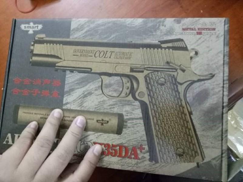 Phát hiện lượng lớn súng ngắn giả có sức sát thương cao - ảnh 2