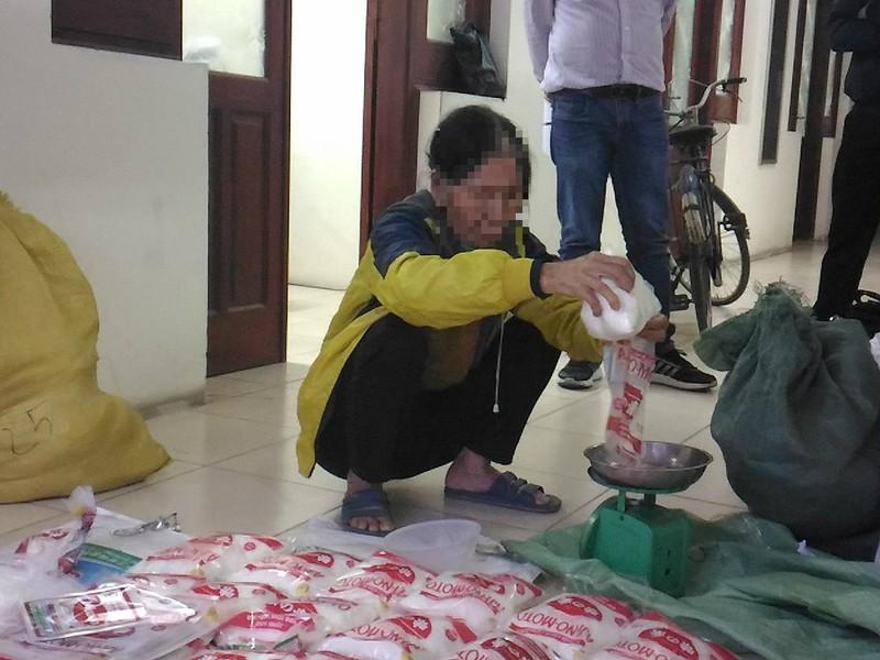 Cụ bà 69 tuổi buôn bán hàng trăm ký bột ngọt giả - ảnh 2