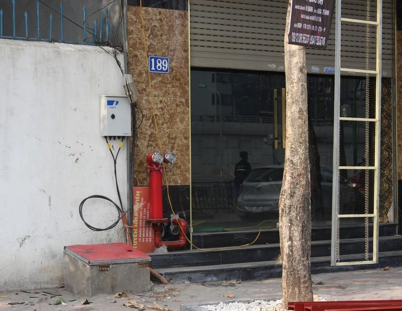 Sau cháy, quán karaoke đua nhau lắp thang thoát hiểm - ảnh 4