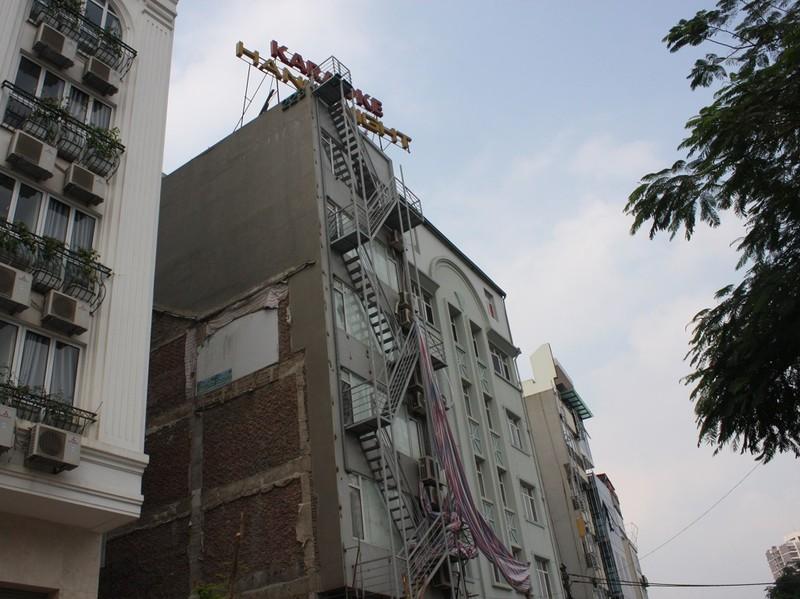 Sau cháy, quán karaoke đua nhau lắp thang thoát hiểm - ảnh 5