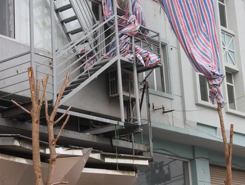 Sau cháy, quán karaoke đua nhau lắp thang thoát hiểm - ảnh 10