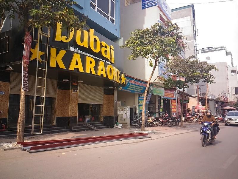 Sau cháy, quán karaoke đua nhau lắp thang thoát hiểm - ảnh 6