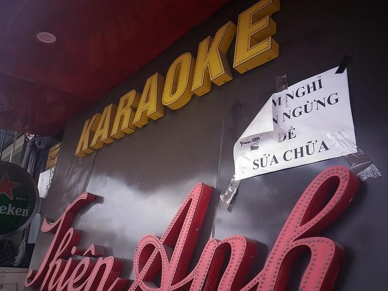 Sau cháy, quán karaoke đua nhau lắp thang thoát hiểm - ảnh 3
