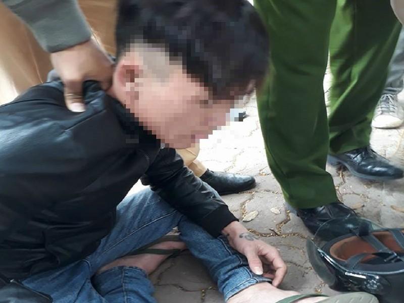 Phóng viên giúp cảnh sát quật ngã đối tượng khả nghi - ảnh 1
