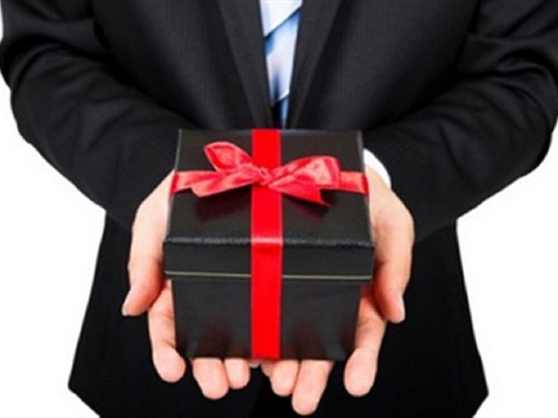Bộ Công an: Cấm tặng quà, chúc tết cấp trên - ảnh 1