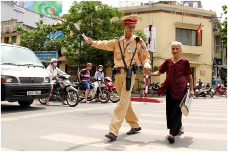 Tướng công an lý giải việc CSGT bị đánh, dân đứng nhìn  - ảnh 1