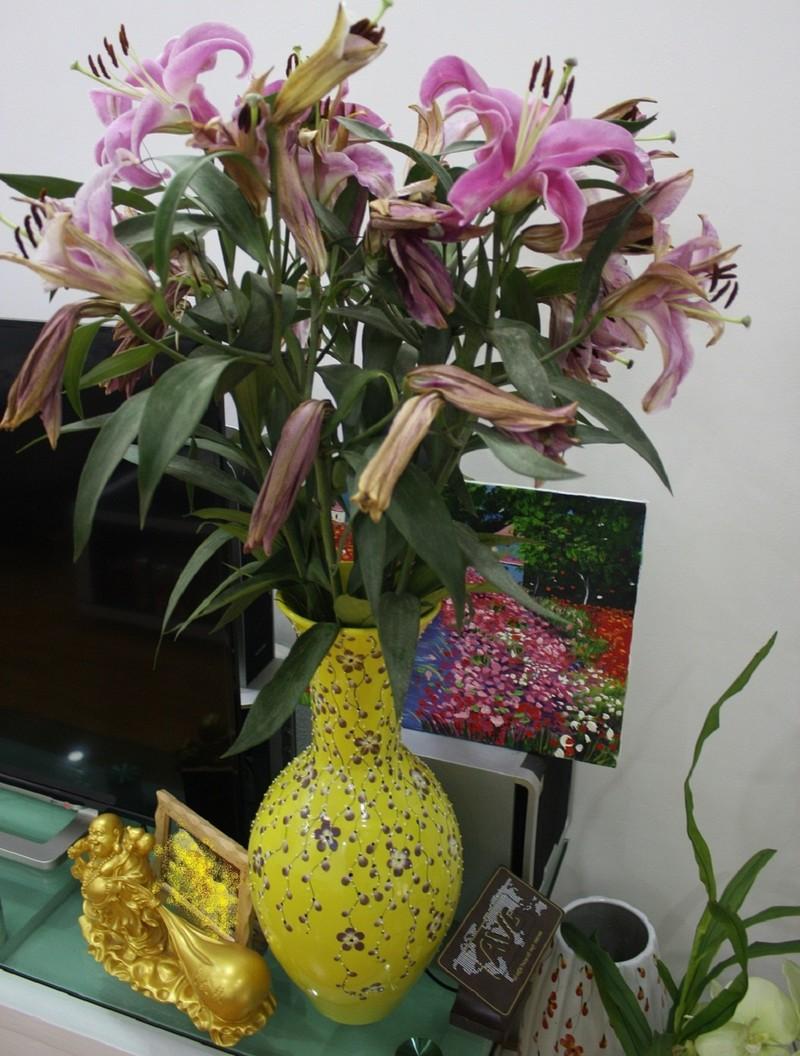 Mua phải hoa ly ướp lạnh, nhiều người 'méo mặt' dịp Tết - ảnh 1
