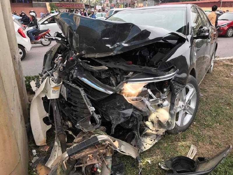 Ô tô Camry tông hàng loạt xe máy trên phố - ảnh 3