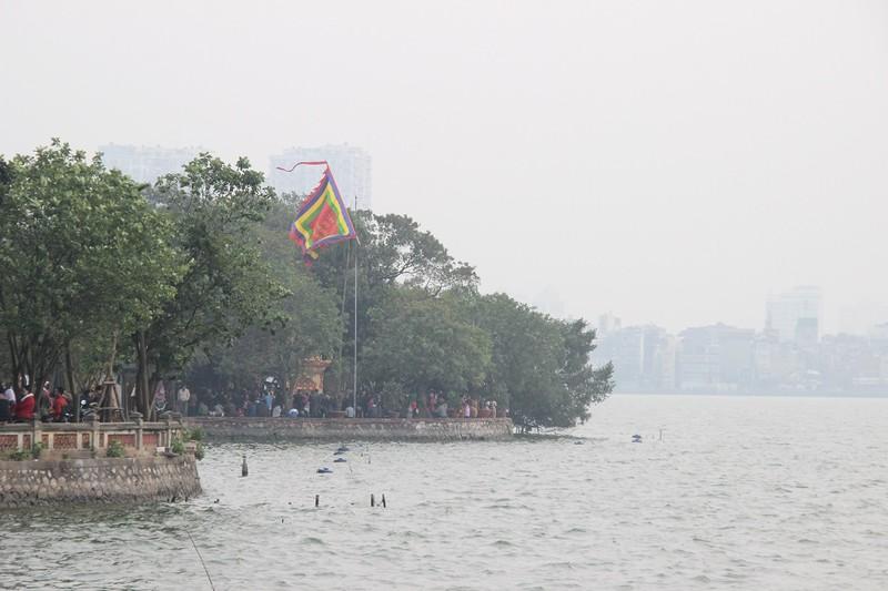 Biển người chen chân phủ Tây Hồ ngày rằm tháng Giêng - ảnh 13