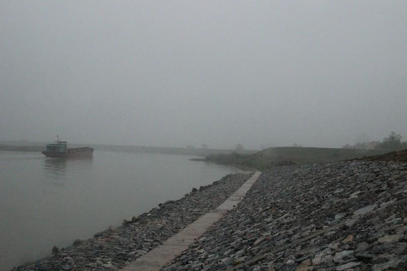 Cận cảnh đoạn sông khiến chủ tịch Bắc Ninh bị de dọa - ảnh 2