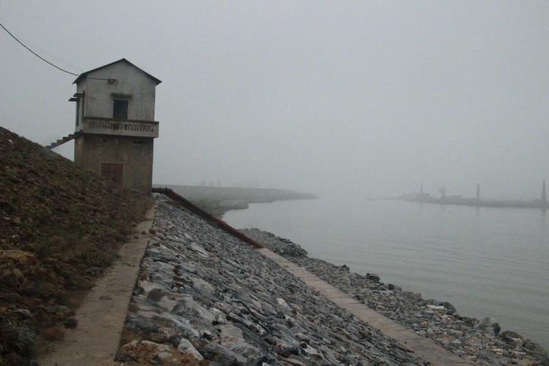 Cận cảnh đoạn sông khiến chủ tịch Bắc Ninh bị de dọa - ảnh 1