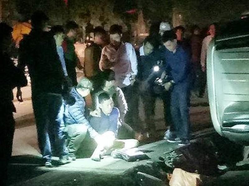 Cảnh sát nổ súng bắn thủng vỏ xe, bắt 100 bánh heroin - ảnh 1