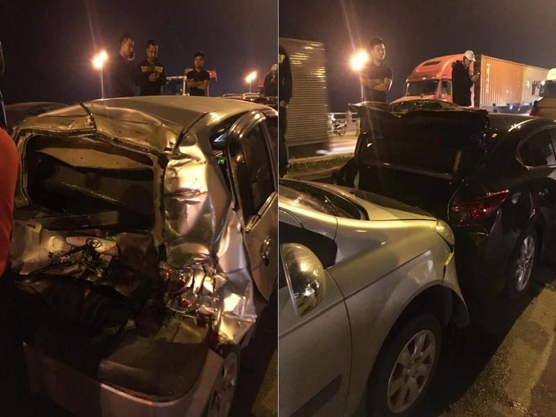4 ô tô đâm liên hoàn trong đêm, giao thông ùn tắc - ảnh 1