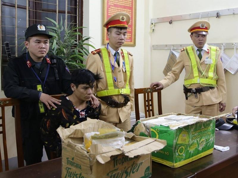 Nam thanh niên một mình vận chuyển 73 bánh heroin - ảnh 1