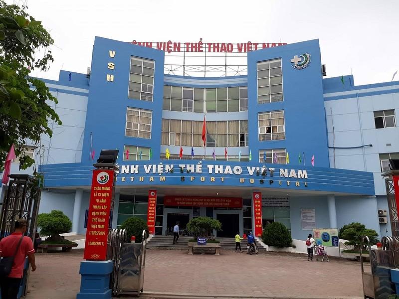 Bệnh viện thông tin vụ bác sĩ bị đánh, bắt quỳ xin lỗi - ảnh 2