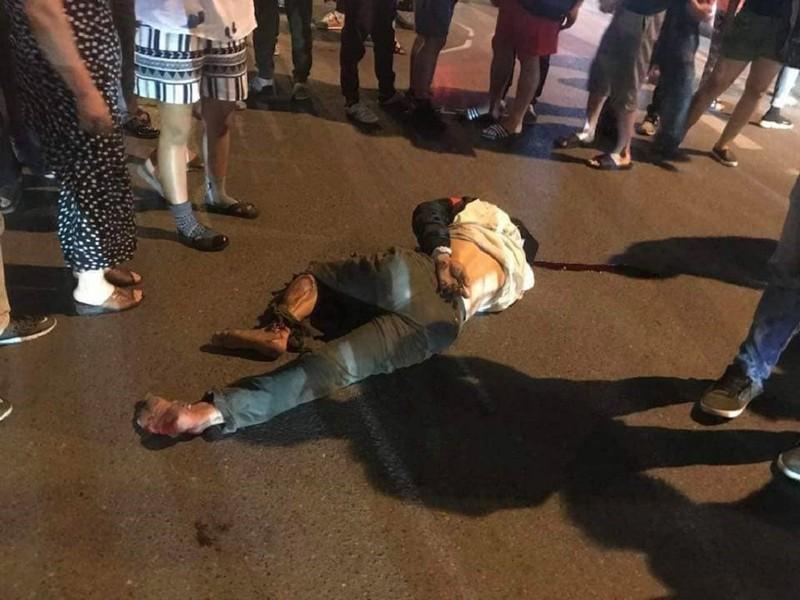 Ô tô tông xe máy, kéo lê nạn nhân trên đường phố Hà Nội - ảnh 1