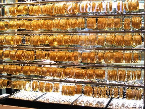 Cận cảnh khu chợ bán vàng trang sức theo kg - ảnh 2