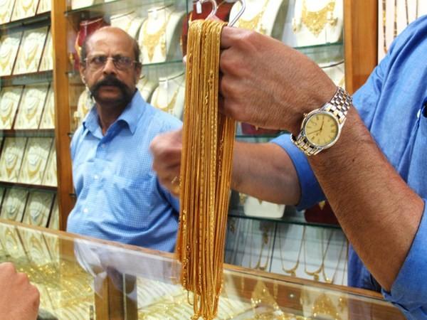 Cận cảnh khu chợ bán vàng trang sức theo kg - ảnh 4