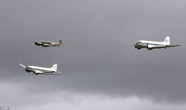 New Zealand: Máy bay nổ tung trên không, phi công may mắn thoát chết - ảnh 11