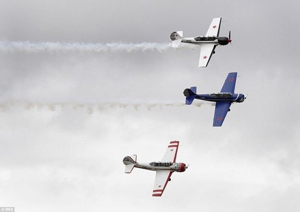 New Zealand: Máy bay nổ tung trên không, phi công may mắn thoát chết - ảnh 2