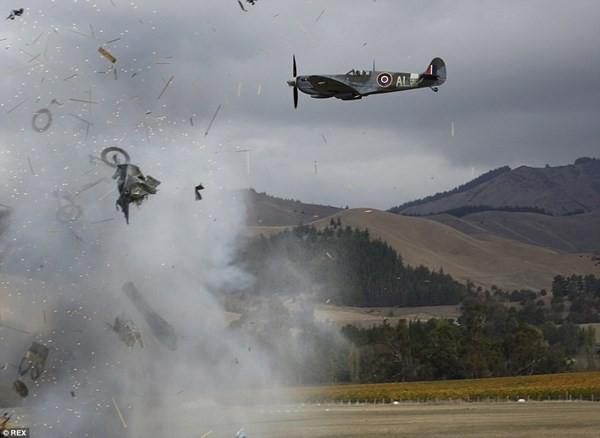 New Zealand: Máy bay nổ tung trên không, phi công may mắn thoát chết - ảnh 5