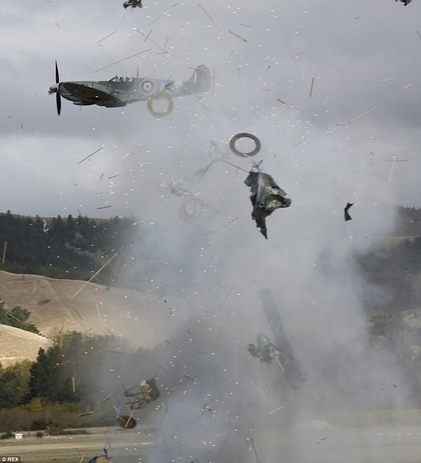 New Zealand: Máy bay nổ tung trên không, phi công may mắn thoát chết - ảnh 6