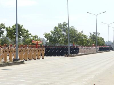 Hàng nghìn cảnh sát luyện tập cho Lễ diễu binh ngày 30/4 - ảnh 2