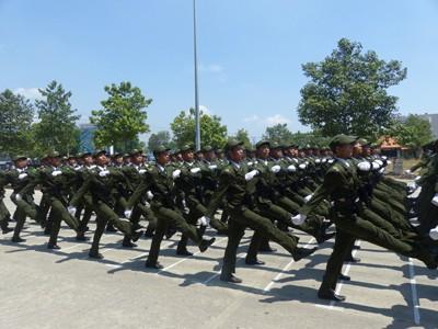 Hàng nghìn cảnh sát luyện tập cho Lễ diễu binh ngày 30/4 - ảnh 10