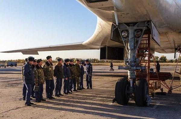 'Đột nhập' căn cứ của dàn máy bay ném bom khổng lồ Nga - ảnh 13