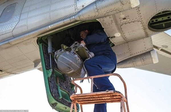 'Đột nhập' căn cứ của dàn máy bay ném bom khổng lồ Nga - ảnh 8