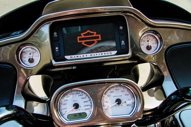 Cận cảnh Harley-Davidson Road Glide Special duy nhất tại Việt Nam - ảnh 2