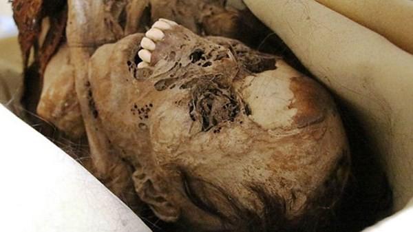 Chết ngất khi phát hiện xác ướp 900 năm mỉm cười - ảnh 2