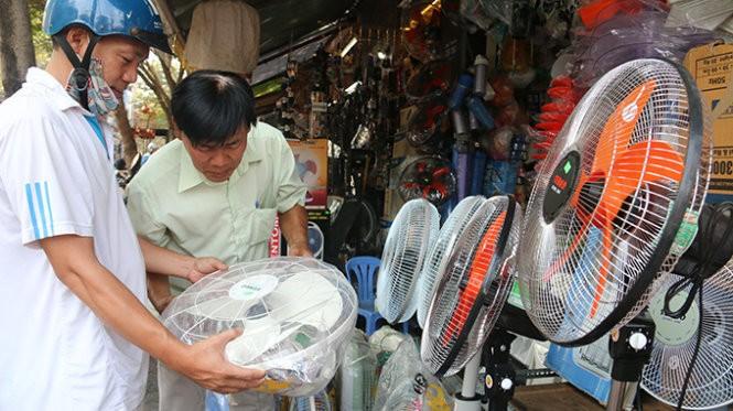 Hôm nay Sài Gòn nóng 36 độ C, khô hanh  - ảnh 1