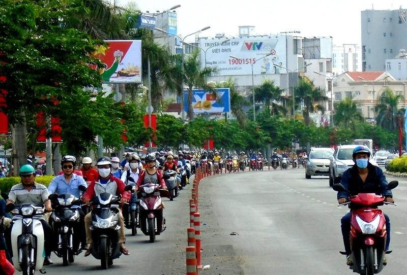 TP.HCM: Hoãn cấm đường ngày 22-4, giao thông vẫn ùn tắc  - ảnh 1