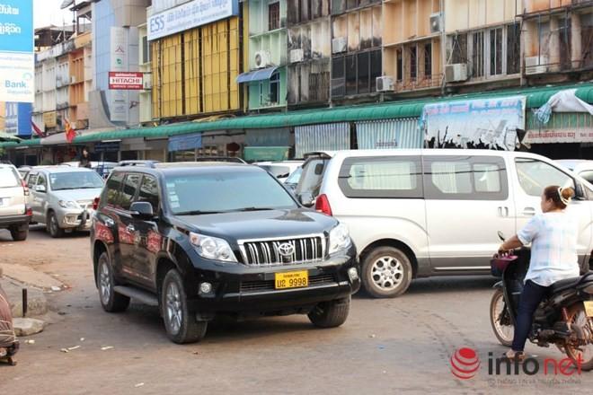 Xe đắt tiền, biển đẹp ở Lào... chỉ là đồ bình dân  - ảnh 14