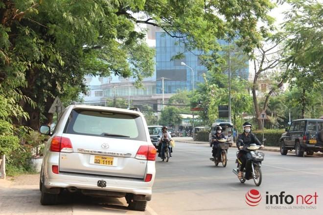 Xe đắt tiền, biển đẹp ở Lào... chỉ là đồ bình dân  - ảnh 16
