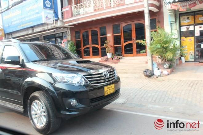 Xe đắt tiền, biển đẹp ở Lào... chỉ là đồ bình dân  - ảnh 5