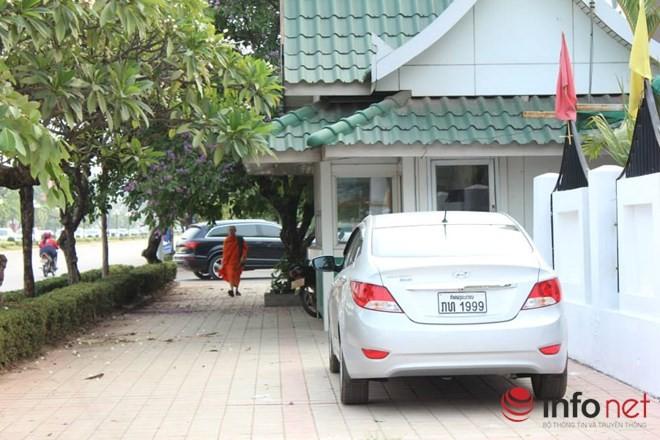 Xe đắt tiền, biển đẹp ở Lào... chỉ là đồ bình dân  - ảnh 10