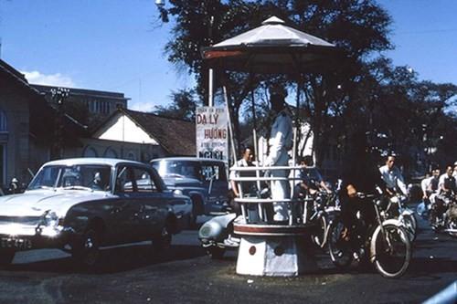 Hình ảnh xe cộ trên đường phố Sài Gòn trước 30/4/1975 - ảnh 13
