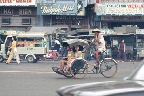 Hình ảnh xe cộ trên đường phố Sài Gòn trước 30/4/1975 - ảnh 23