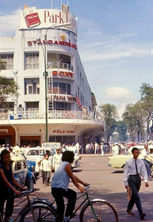 Hình ảnh xe cộ trên đường phố Sài Gòn trước 30/4/1975 - ảnh 4