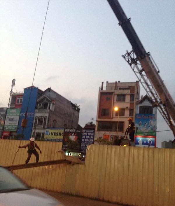 Sắt tuột cáp cẩu rơi ở tuyến đường sắt Nhổn - Ga Hà Nội - ảnh 3