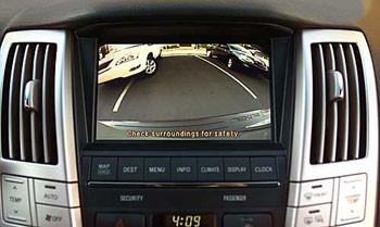 Lái xe ô tô mùa mưa: cảnh giác xe gắn máy, xe tải - ảnh 3