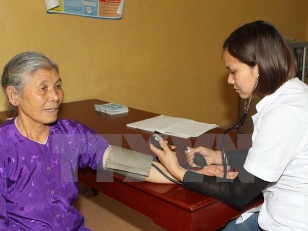 Gần một nửa số người cao tuổi ở VN không có lương hưu và trợ cấp - ảnh 1