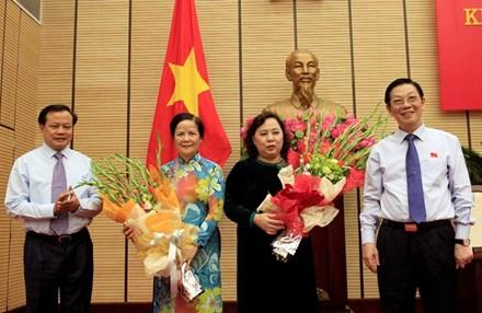 Bà Nguyễn Thị Bích Ngọc (áo đen) là cán bộ được đào tạo cơ bản, am hiểu toàn diện các mặt công tác của thành phố.